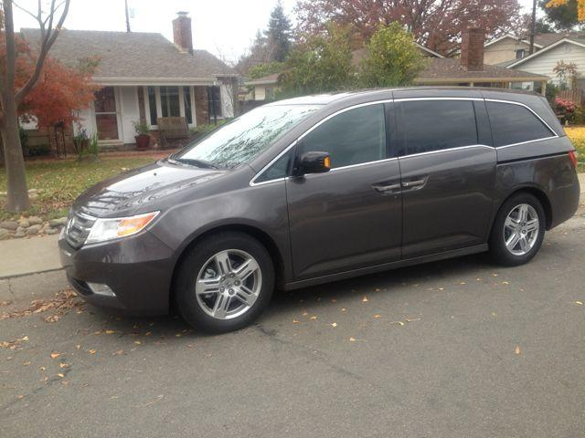 2013 Honda Odyssey: Large luxury sedan disguised as a hip minivan