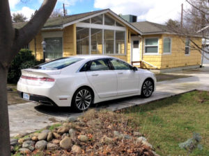 2017 Lincoln MKZ Hybrid: Efficient, luxurious, priced right 1