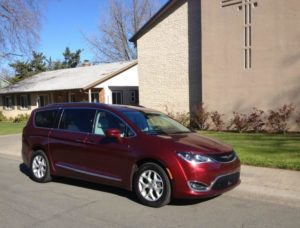 2017 Chrysler Pacifica: New strong rival in minivan niche 3