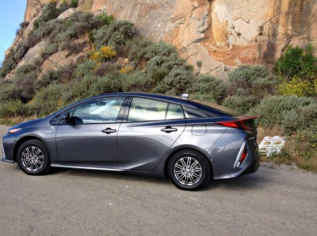 2017 toyota prius prime has short shift not short shrift. Black Bedroom Furniture Sets. Home Design Ideas