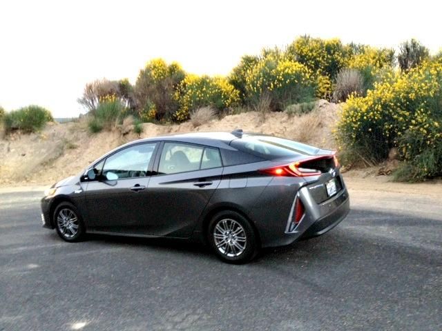 2017 Toyota Prius Prime: Into the mountains with ease 4