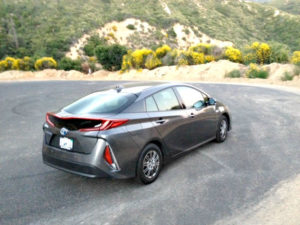 2017 Toyota Prius Prime: Into the mountains with ease 1