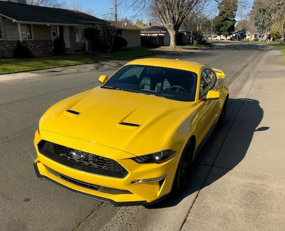 The legacy of Ford Mustang and its long nose and short rear deck continues in 2018.