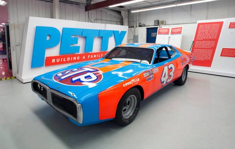 Richard Petty set to auction career of racing stuff (live) 2