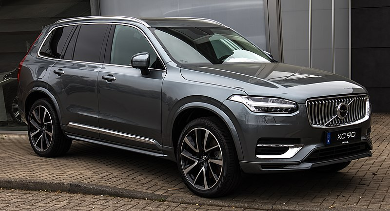 The 2021 Volvo V90 combines design and performance.