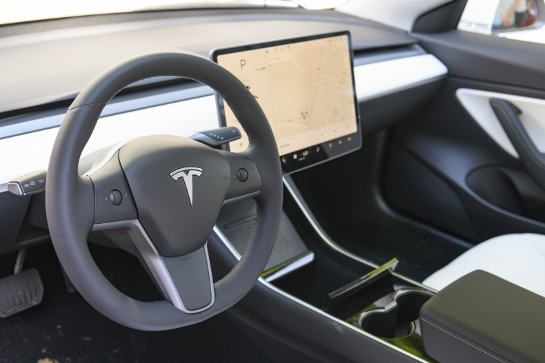 NHTSA question Tesla after 11 emgergency accidents.