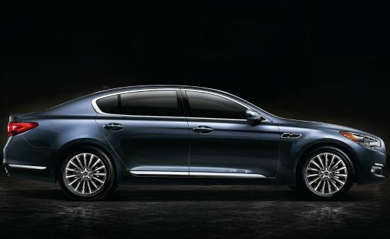 The 2015 Kia K900 is the carmaker's new flagship sedan.