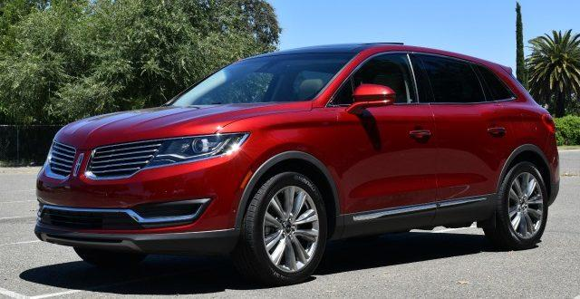 The 2016 Lincoln MKX has been redesigned inside and outside.