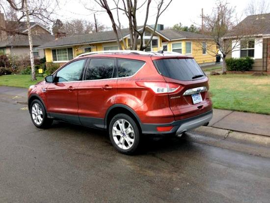 The 2014 Ford Escape has sleek exterior lines.