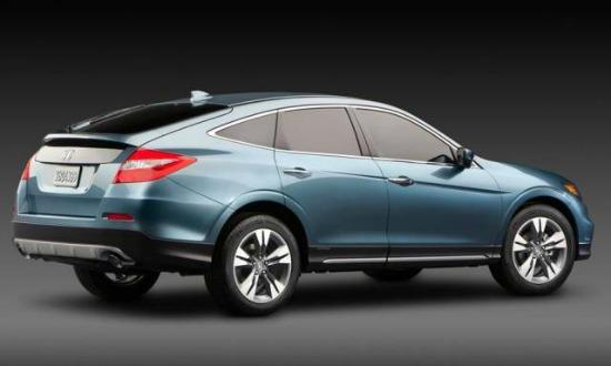 The 2014 Honda Crosstour is similar but more versatile than the Accord.