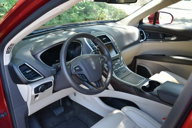 The 2014 Lincoln MKZ: Strong luxury car contender 1