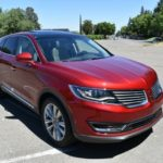 The 2016 Lincoln MKX has retractable side mirrors.