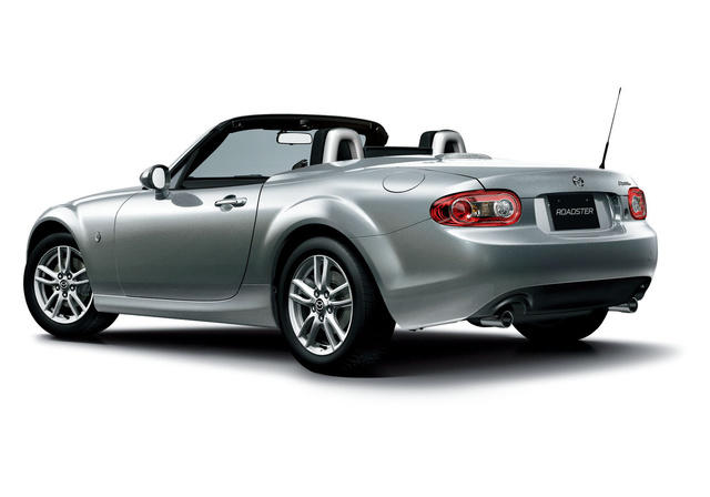 2013 Mazda MX-5 Miata: World's top-selling, two-seat roadster 1