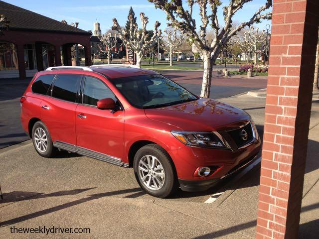 The 2015 Nissan Pathfinder has good overall vision.