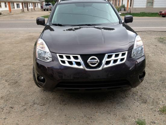 Agressive front grille, 2013 Nissan Rogue