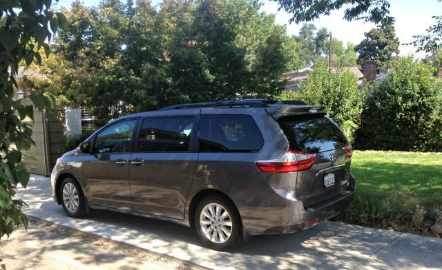 review 2016 toyota sienna minivan for all or one. Black Bedroom Furniture Sets. Home Design Ideas