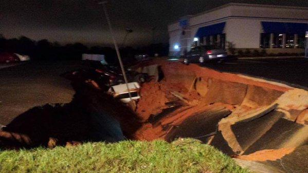 "A sinkhole in he parking lot of an IHOP a Mississippi ""eats"" 15 cars."