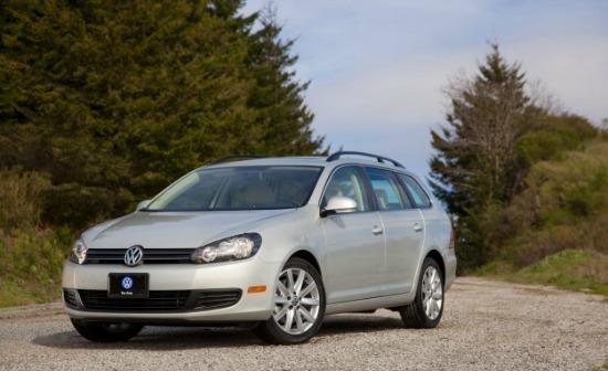 The 2014 Volkswagen Tiguan has sports car overtunes.